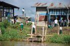 Szkoła nad kanałem w Nyaungshwe
