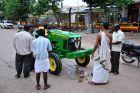 Do świątyni po błogosławieństwo dla traktora