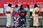 Japonki kupują bilety